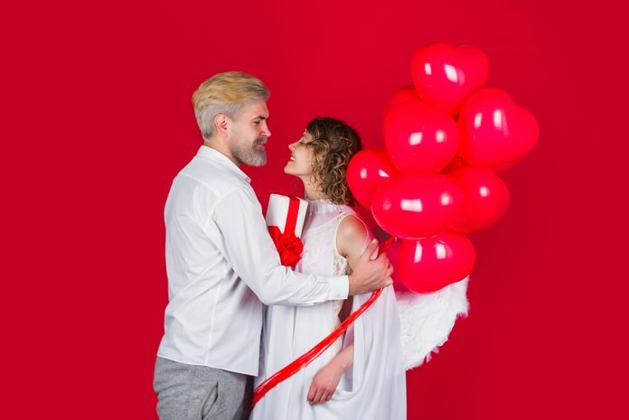 bigstock Couple Of Cupids Valentine Da 400129079 696x465 1