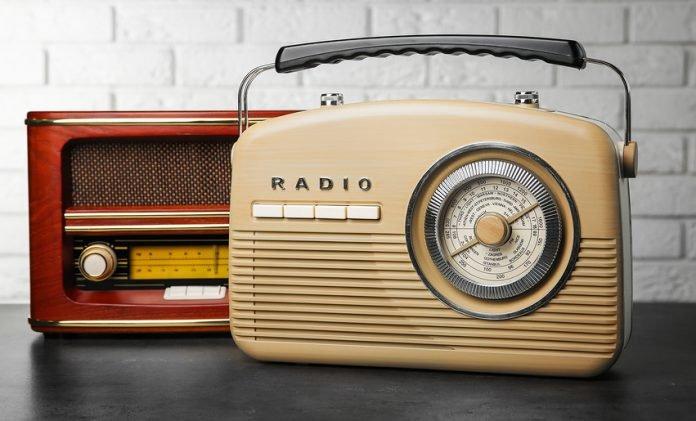 bigstock Retro radios on table near bri 213919039 e1591398973150 696x421 1